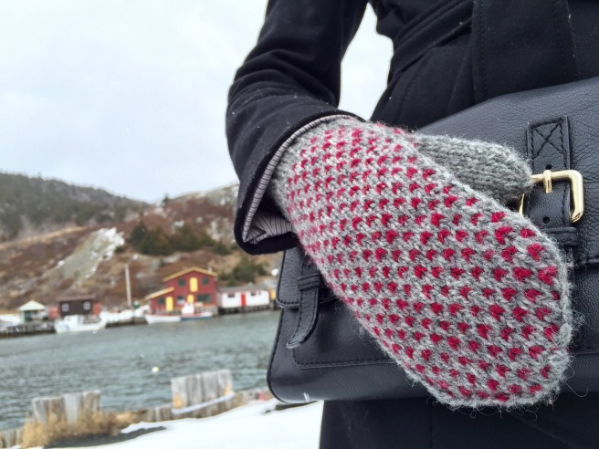 LITTLE HEART'S EASE mitten pattern by Allison O'Mahony http://kniterations.ca
